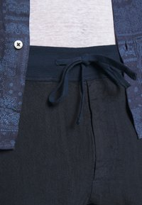 120% Lino - TROUSERS - Pantaloni - blue navy - 4