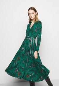 Diane von Furstenberg - AMIYA - Vapaa-ajan mekko - multi/emerald - 4