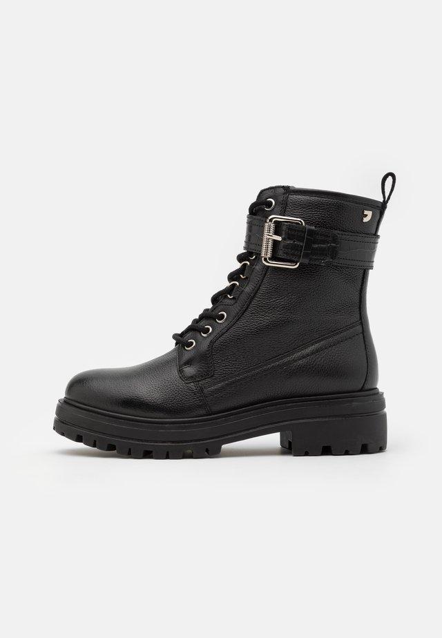 BARNEVELD - Kotníkové boty na platformě - black
