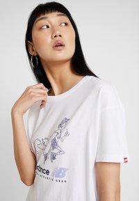 New Balance - ATHLETICS ARCHIVE THROWBACK - T-shirt med print - white - 3