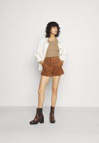 Molly Bracken - LADIES - Shorts - camel - 1
