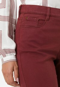 BRAX - STYLE MARY - Trousers - rosewood - 4