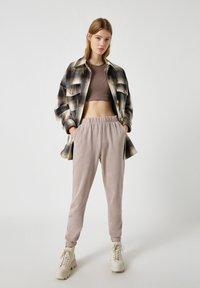 PULL&BEAR - Pantaloni sportivi - beige - 1