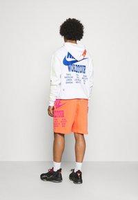 Nike Sportswear - Träningsbyxor - turf orange - 2