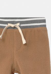 GAP - COZY  - Tracksuit bottoms - holiday cocoa - 2