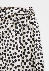 Topshop Maternity - SPOT PRINT SARONG - Falda de tubo - mono - 2