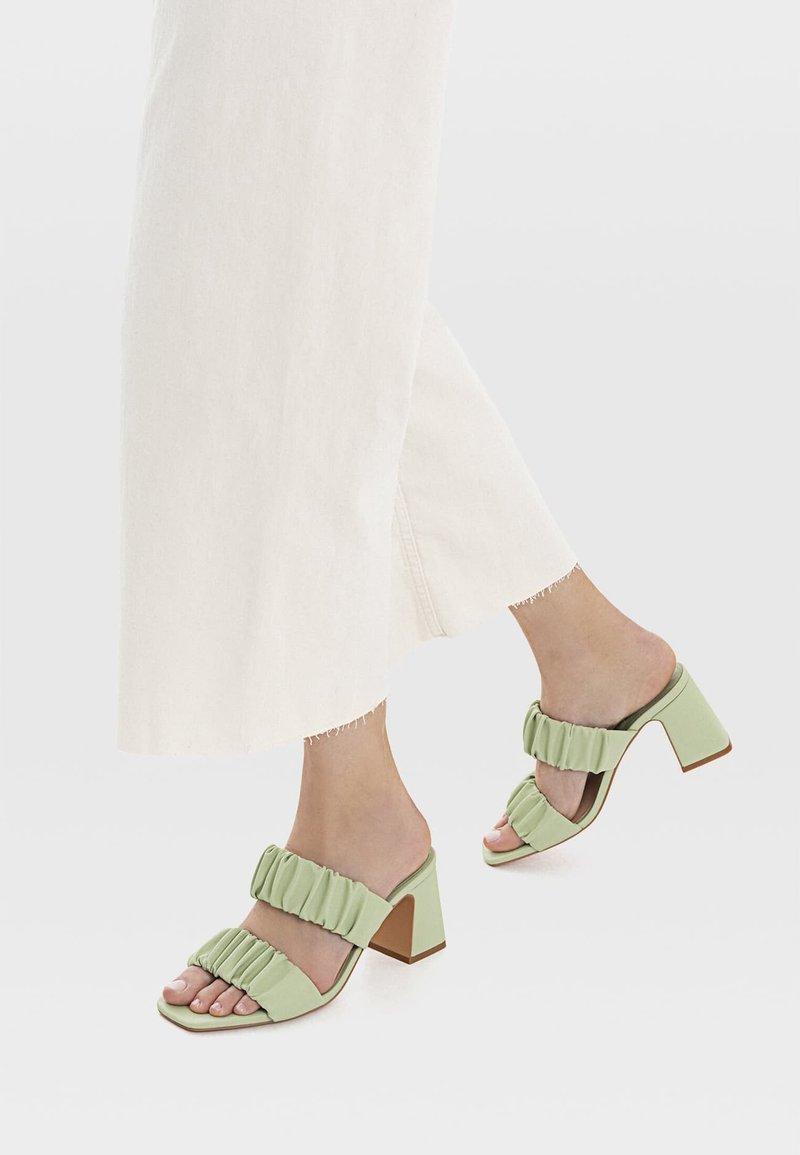 Stradivarius - Sandály na vysokém podpatku - mint
