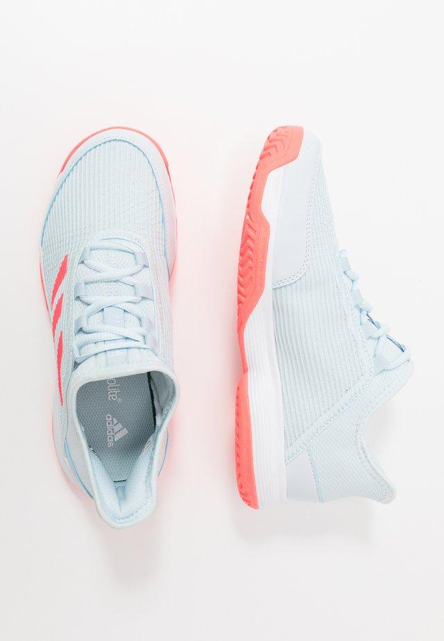 ADIZERO CLUB - Buty tenisowe na nawierzchnię ziemną - sky tint/signal pink/footwear white
