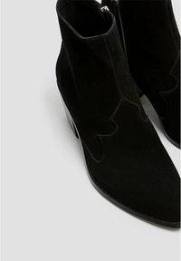 PULL&BEAR - LEDERSTIEFELETTEN IM COWBOYLOOK 11062540 - Cowboy/biker ankle boot - black - 5