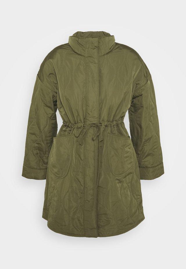 YASWENNA QUILTED COAT - Cappotto corto - khaki
