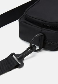 Monki - JINDER BAG - Skulderveske - black nylon - 3