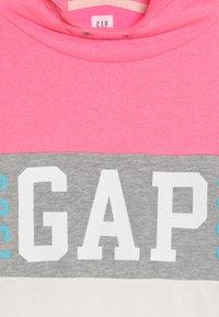 GAP - GIRL FAMILY LOGO - Felpa con cappuccio - neon pink/rose - 4