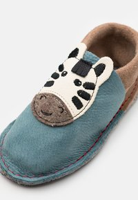 POLOLO - KIGA ZEBRA UNISEX - Slippers - blau - 5