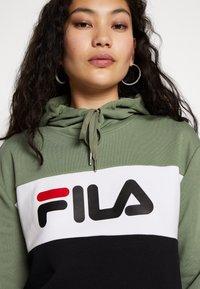 Fila Tall - LORI HOODY - Jersey con capucha - sea spray/black/bright white - 4