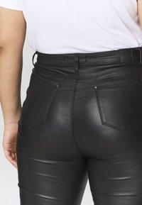 Simply Be - HIGH WAIST COATED SKINNY - Pantalón de cuero - black - 5