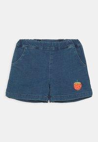 Mini Rodini - DENIM STRAWBERRY SHORTS UNISEX - Denim shorts - blue - 0