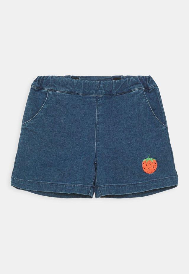 DENIM STRAWBERRY SHORTS UNISEX - Shorts di jeans - blue