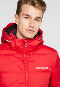 Calvin Klein Jeans - HOODED PUFFER - Down jacket - racing red - 4