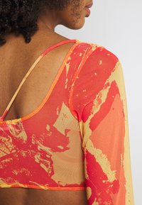 Jaded London - STRAPPY CROP WITH SLEEVES - Long sleeved top - orange/ yellow - 5