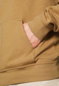 Carhartt WIP - HOODED ASHLAND - Jersey con capucha - dusty brown - 3