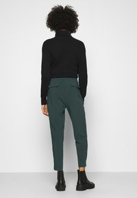 Anna Field - BASIC BUSSINESS PANTS WITH PINTUCKS  - Trousers - dark green - 2