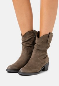 Tamaris - BOOTS - Cowboy/biker ankle boot - olive - 0