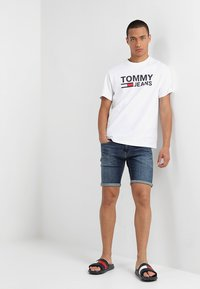 Tommy Jeans - CLASSICS LOGO TEE - Print T-shirt - white - 1