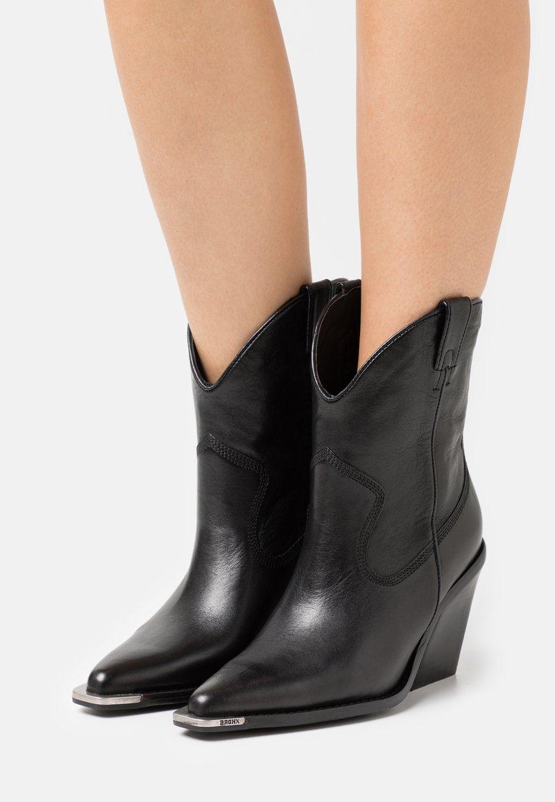 Bronx - NEW KOLE - Kotníková obuv na vysokém podpatku - black