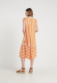 Bruuns Bazaar - VENESSA ZEENA DRESS - Freizeitkleid - burnt copper/white - 2
