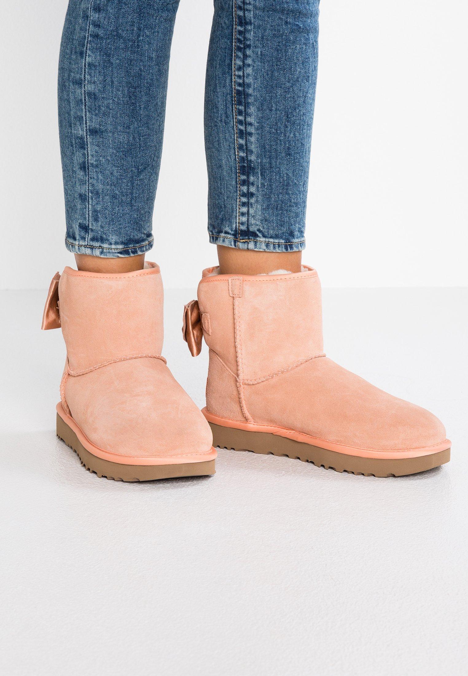 2013 Cheapest UGG SATIN BOW MINI - Classic ankle boots - suntan   women's shoes 2020 jIK6j