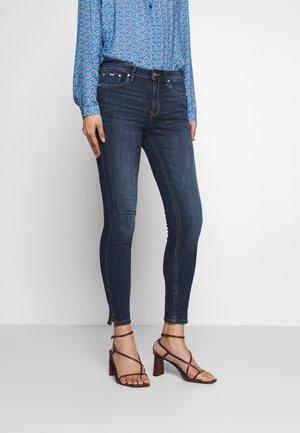 NELA - Jeans Skinny Fit - dark stone/wash denim blue