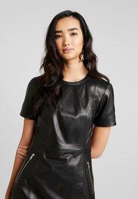 ONLY - ONLLENA LEATHER DRESS OTW - Pouzdrové šaty - black - 4
