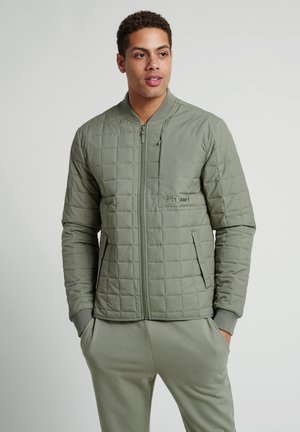 HMLLUKE - Training jacket - vetiver