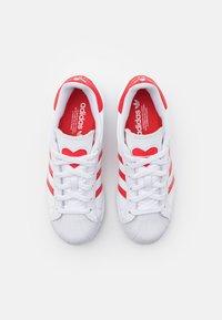 adidas Originals - SUPERSTAR UNISEX - Trainers - footwear white/vivid red - 3