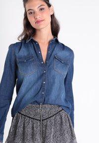 BONOBO Jeans - Camisa - denim stone - 3