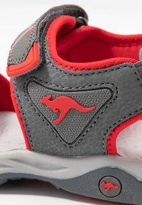 KangaROOS - K-TRACK - Chodecké sandály - steel grey/red - 2