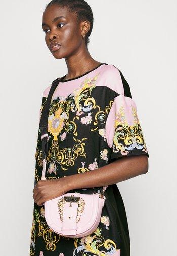 LADY DRESS - Denní šaty - black/pink confetti
