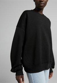 Bershka - OVERSIZE  - Sweatshirt - black - 3