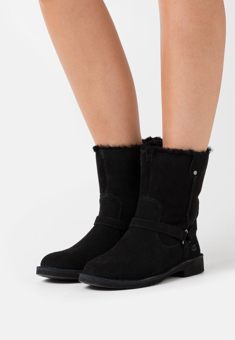 UGG - AVELINE - Winter boots - black