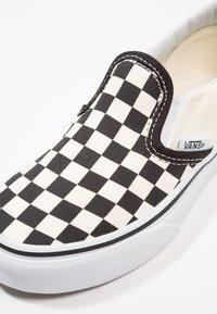 Vans - CLASSIC - Mocasines - black/white - 8