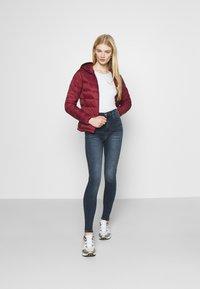 Tommy Jeans - SYLVIA SKNY ABBS - Jeans Skinny Fit - blue-black denim - 1