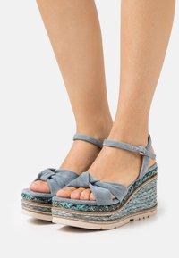 Alma en Pena - Sandály na platformě - jeans - 0