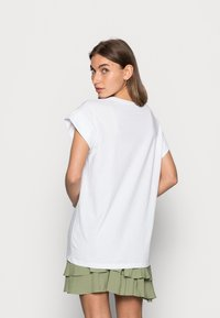 Moss Copenhagen - ALVA SEASONAL TEE - Basic T-shirt - white/rose - 2