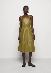 Proenza Schouler White Label - LIGHTWEIGHT BELTED DRESS - Robe d'été - military - 0