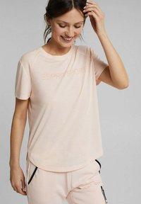 Esprit Sports - MIT LOGO-PRINT - Print T-shirt - peach - 0