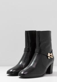 Steffen Schraut - MID LOCK - Classic ankle boots - black/gold - 3