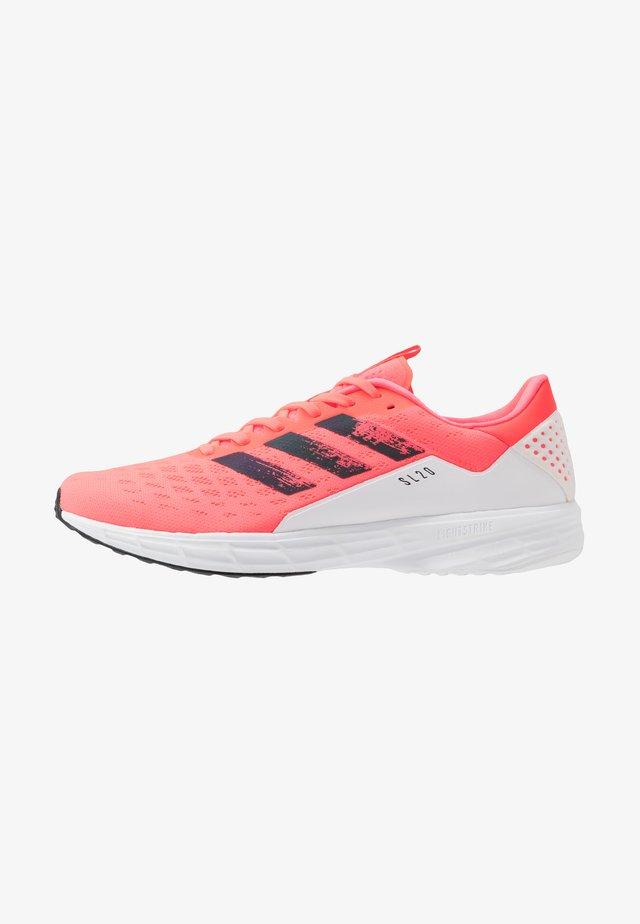 Obuwie do biegania treningowe - signal pink/core black/footwear white