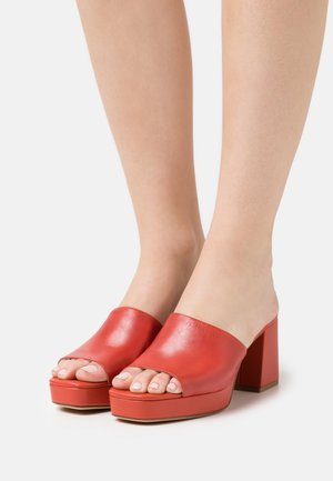 Heeled mules - flame