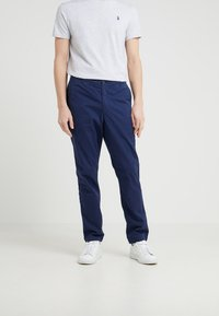 Polo Ralph Lauren - CLASSIC TAPERED FIT PREPSTER - Chinos - newport navy - 0