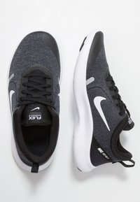 Nike Performance - FLEX EXPERIENCE RN 8 - Paljasjalkajuoksukengät - black/white/cool grey/reflect silver - 1